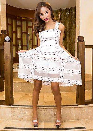 Free Ladyboy Girlfriend Dress Pics
