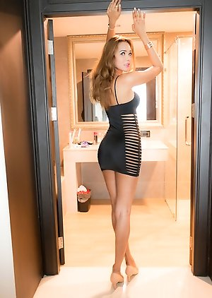 Free Ladyboy Shower Pics
